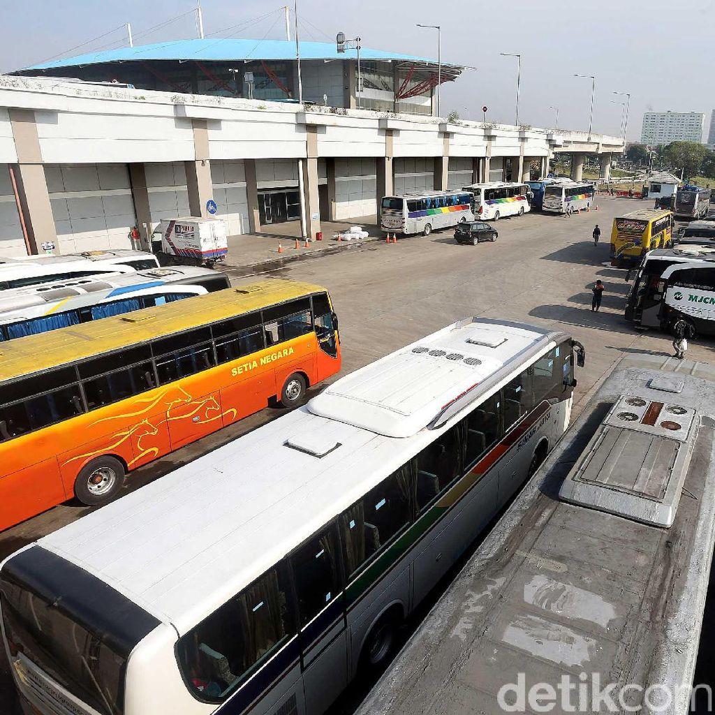Suasana Terminal Pulogebang Jelang Arus Mudik