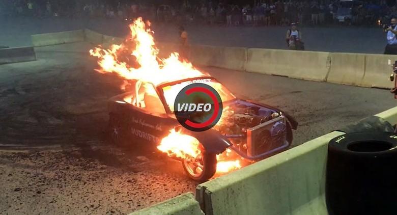 Diajak Aksi Burnout, Mobil Ini Malah Meledak