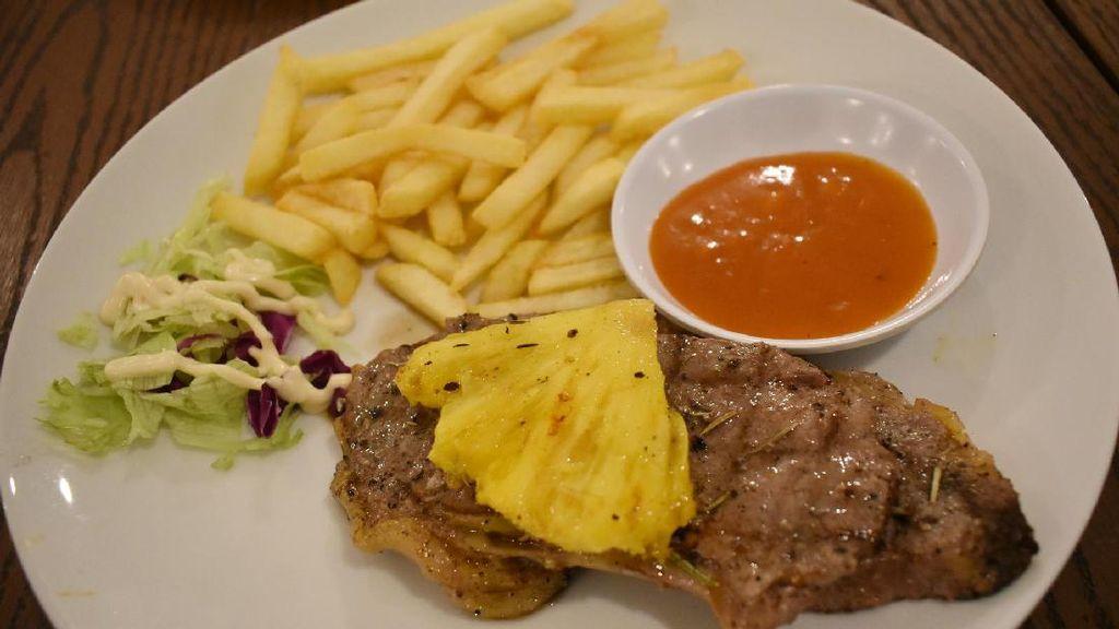 Bandros Bistro: Menyantap Sirloin Steak dengan Paduan Nanas dan Saus BBQ