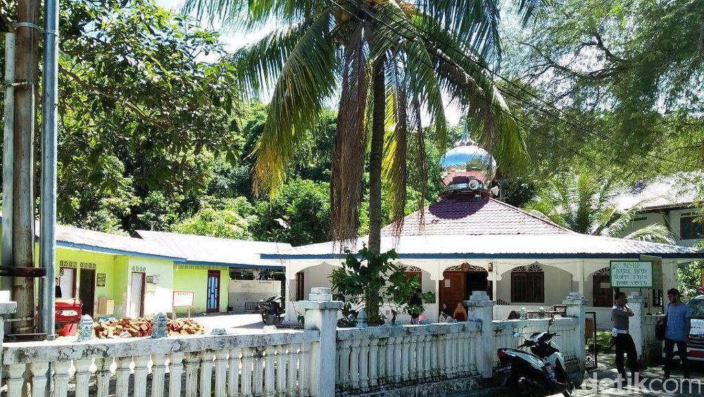 Uniknya Sabang: Ada Pantai Ada Masjid