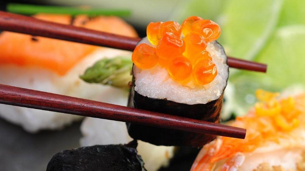 Suka Makanan Jepang? Ketahui Dulu Kelebihan dan Kekurangan Sushi hingga Ramen