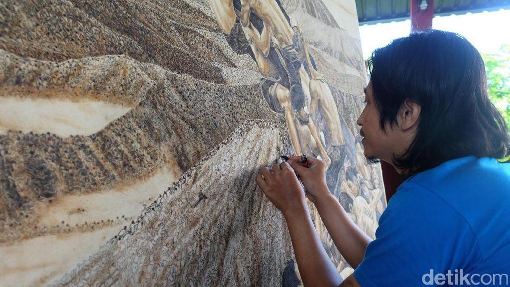 Kanvas Bolong Jadi Tantangan Tersulit Melukis dengan Rokok