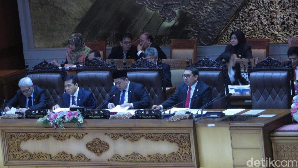 Fahri Hamzah Bacakan Susunan Pansus Hak Angket KPK di Paripurna
