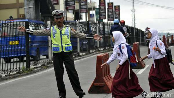 "Berkenalan dengan Polisi ""Legendaris"" yang Viral dari Cianjur"