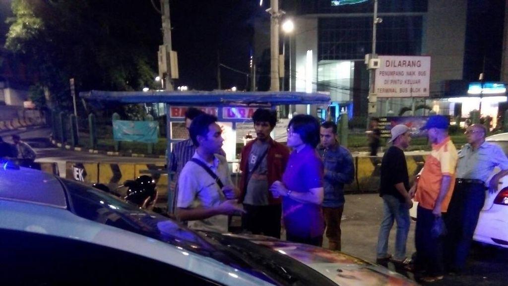 Sisir Tongkrongan di Jaksel, Polisi Lakukan Tes Urine ke Warga
