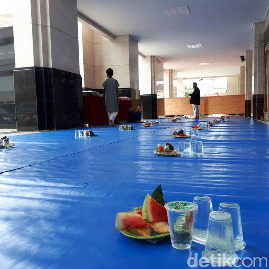 Masjid Abu Darda Pekanbaru: Takjil, Makan Malam, dan 700 Santri