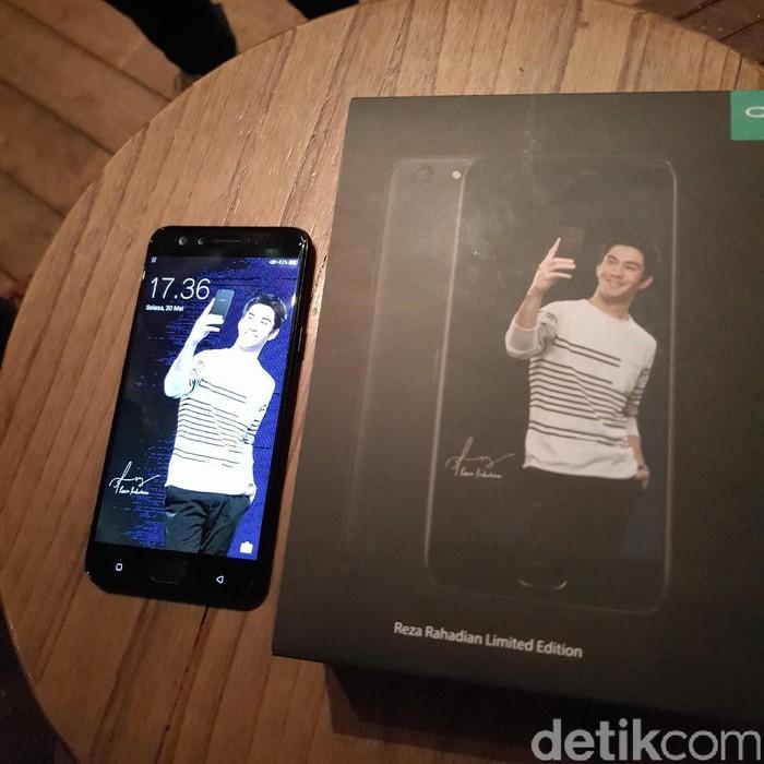 Produsen asal China ini mengumumkan varian baru ponselnya yang merupakan edisi spesial artis Reza Rahadian. Foto: yud/detikINET