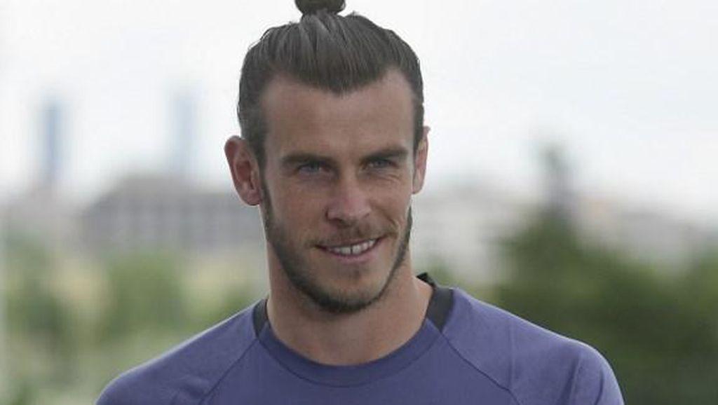 Usai Patung Ronaldo-nya Diejek, Seniman Ini Bikin Patung Bale