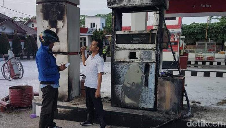 Isi BBM di Jeriken, Mesin Motor Hidup dan SPBU Pun Terbakar