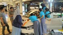 Ketika VW Polo Ditempeli Stiker oleh Pelajar dan Mahasiswa