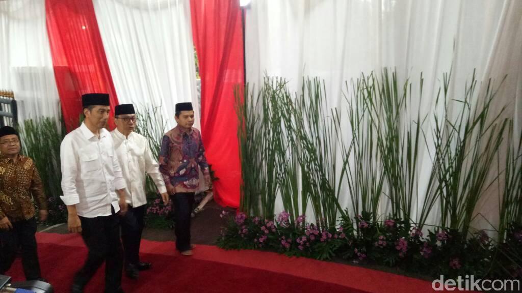 Ketika Isi Kertas yang Dipegang Jokowi Bikin Penasaran