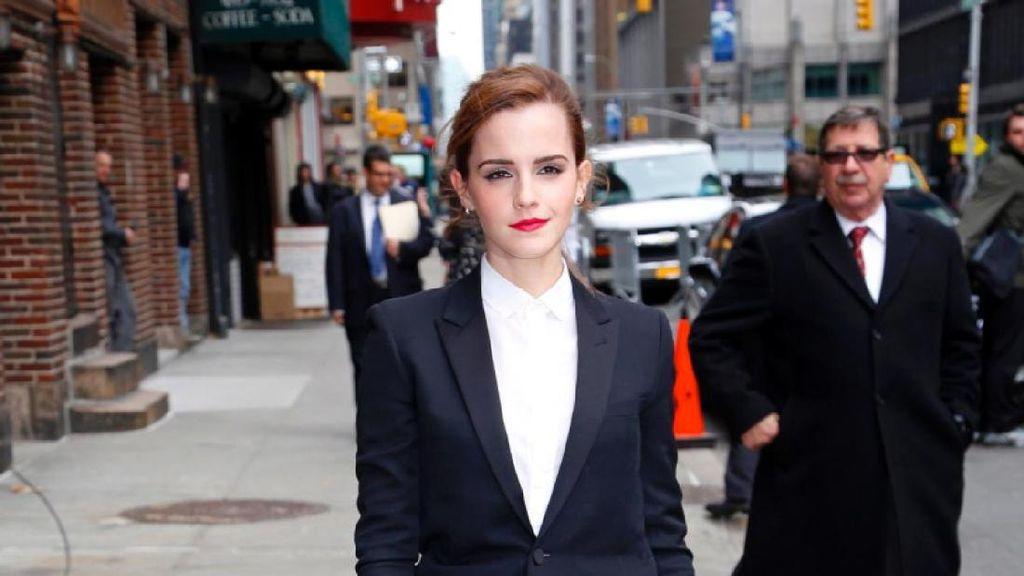Dear Netizen, Emma Watson Minta Tolong Temukan Cincinnya yang Hilang