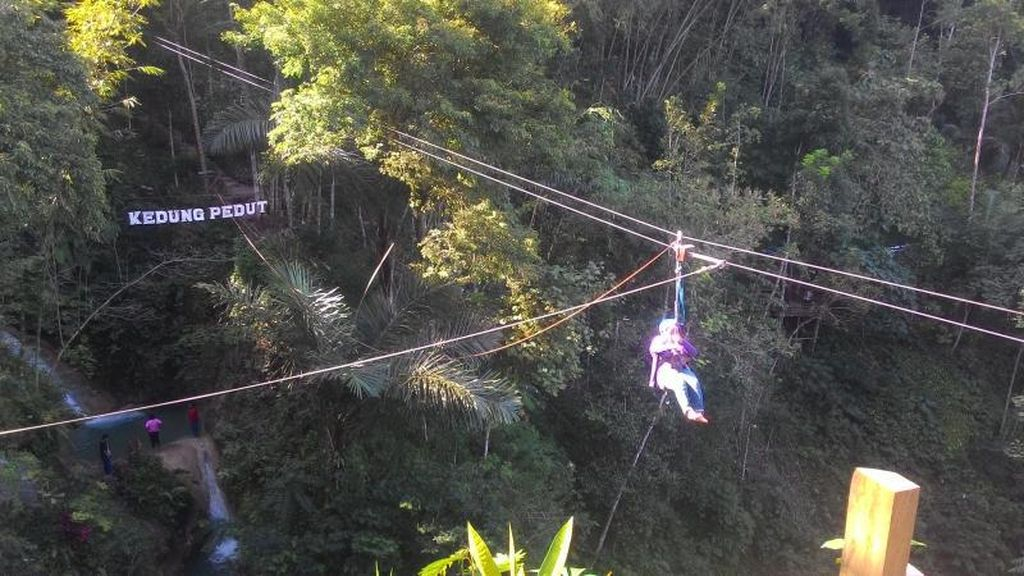 Wisata Air Hingga Adrenalin di Kedung Pedut, Kulon Progo
