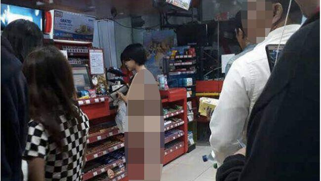 Heboh Wanita Nyaris Bugil Jalan-jalan di Mangga Besar, Siapa Dia?