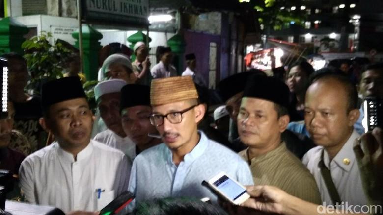Buka Puasa di Sandiaga Serap - Jakarta Wakil gubernur DKI Jakarta Sandiaga Salahudin Uno menghadiri kegiatan buka bersama warga Dalam kegiatan Sandiaga berdiskusi dengan