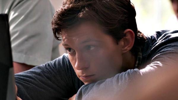 Dalami Peran Peter Parker, Tom Holland Pura-pura Jadi Anak SMA
