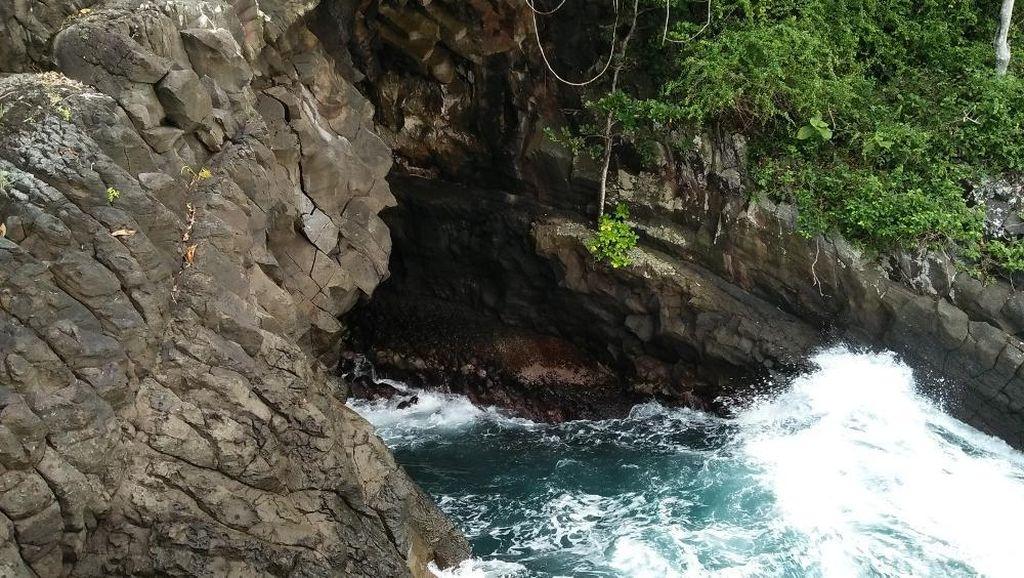 Memacu Adrenalin di Sabang, Gua Sarang Tempatnya!