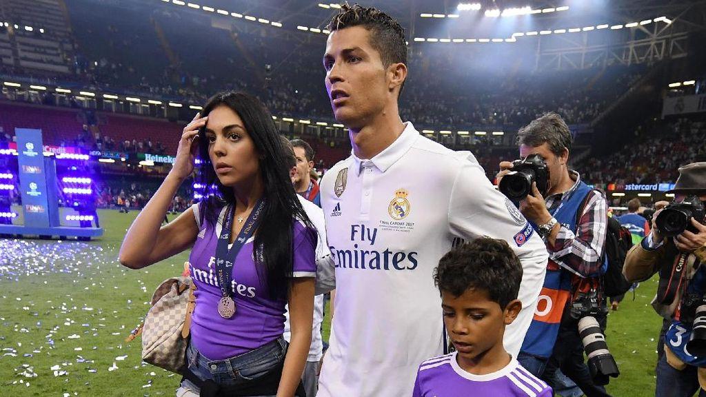 Anak Kembar Cristiano Ronaldo Dikabarkan Lahir Dari Ibu Pengganti, Apa Itu?