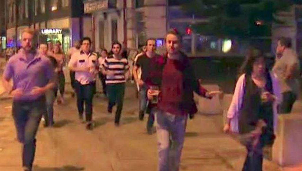 Viral! Pria dengan Segelas Bir Jadi Simbol Perlawanan London