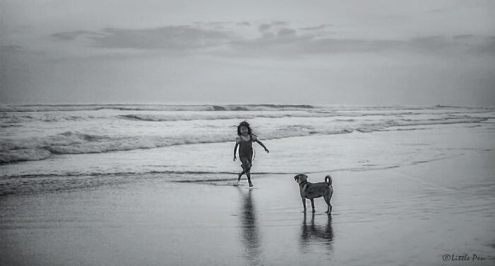 Stay With Me karya fotografer Fenny,mengambil lokasi foto di Seminyak, Bali denganmenggunakan kamera Canon. (Foto: Fotostop detikINET/Bermain Monokrom)
