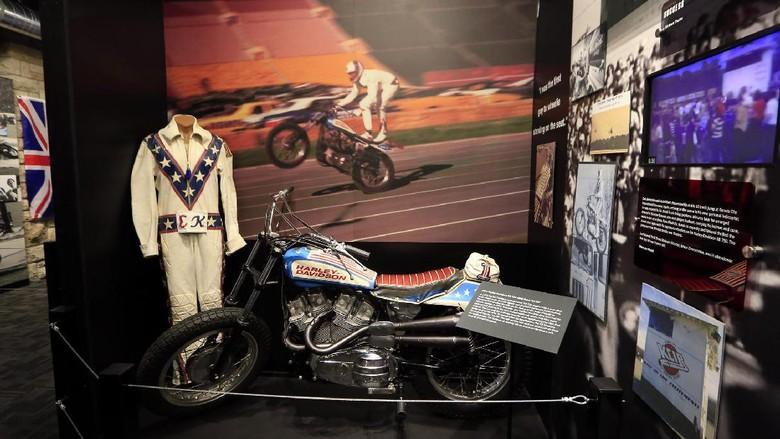 Koleksi Museum Evel Knievel di Kansas, AS (Evel Knievel Museum)