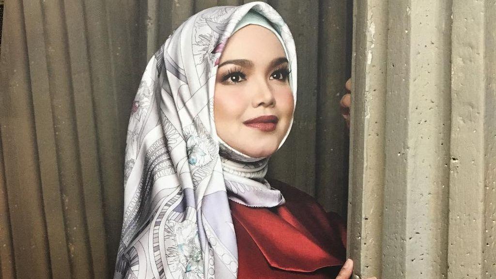 Foto: Gaya Hijab Siti Nurhaliza, Tetap Cantik Walau Sudah Punya Cucu