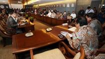 Saat Lagu Surat Buat Wakil Rakyat Terdengar di Gedung DPR