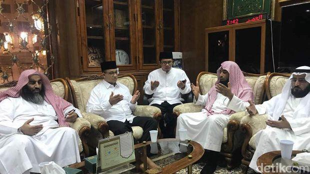 Pergi Umrah, Imam Besar Masjidil Haram Beri Pesan untuk Anies