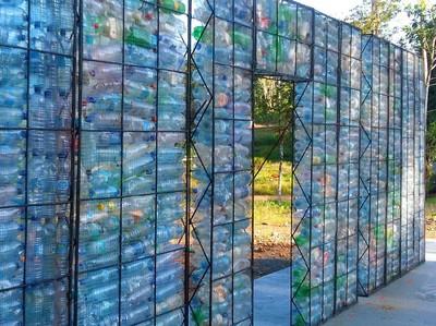 Foto: Desa dari Botol Plastik