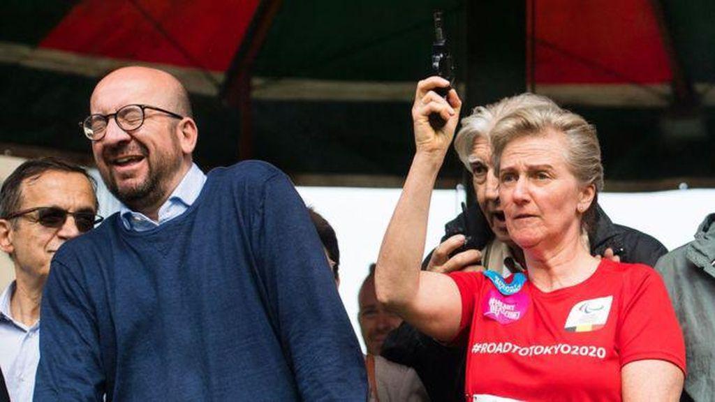 Foto Momen Saat PM Belgia Tuli Sebelah Karena Tembakan Pistol