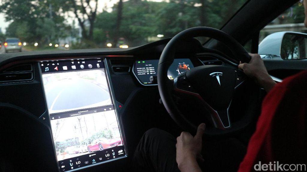 Tesla Mau Bikin Baterai Lithium Terbesar di Dunia
