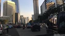 Iring-iringan Mobil Jokowi Terjebak Macet Jakarta