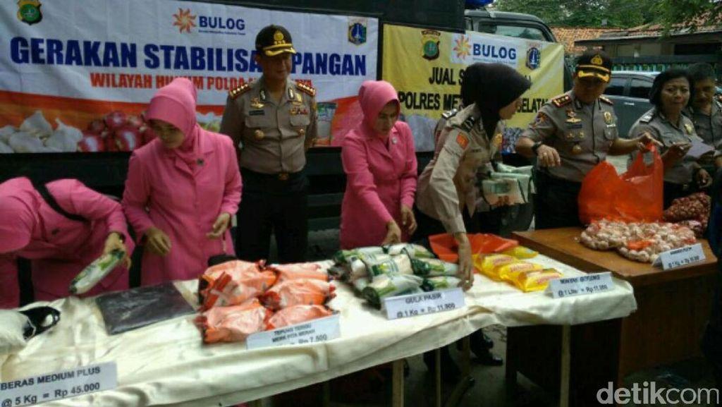 Ringankan Beban Masyarakat, Polda Metro Jaya dan Bulog Operasi Pasar
