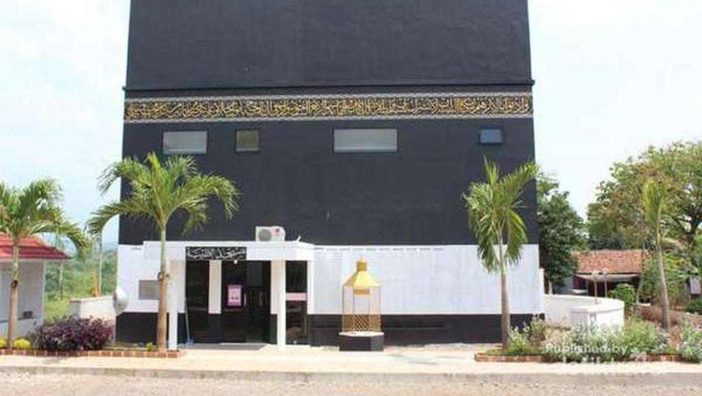 3 Masjid Unik Bertema Kabah di Indonesia