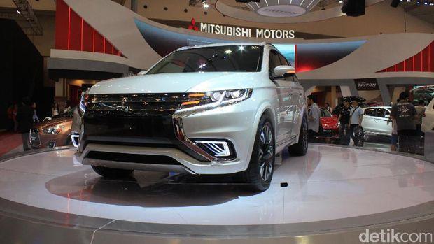 Mitsubishi Outlander PHEV di GIIAS 2015