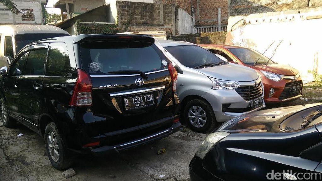 Taksi Online Berseliweran, Pengusaha Rental Mobil Pangkas Armada