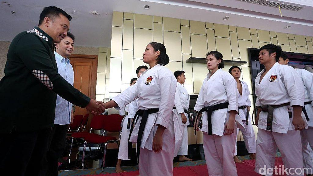Menpora Tinjau Pelatnas Karate SEA Games