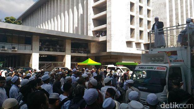 Aksi Bela Ulama 96 di Kompleks Masjid Istiqlal