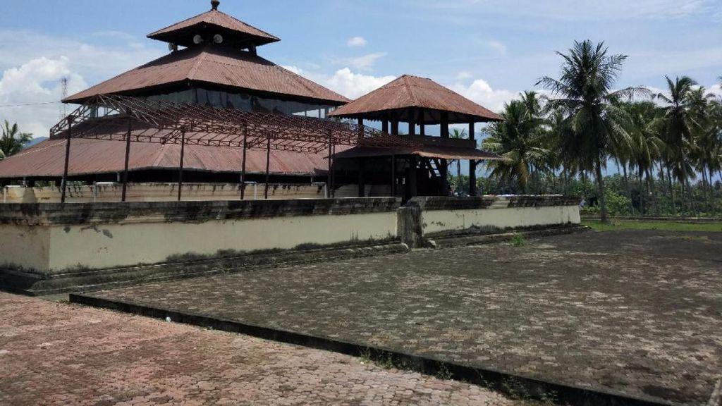 Cerita Masjid Dibangun di Atas Reruntuhan Candi