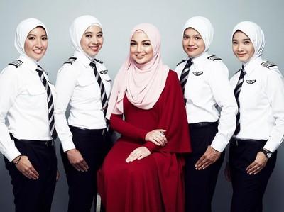 Keren! AirAsia Siapkan Seragam Berhijab Buat Pilot Wanitanya