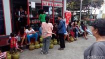 Berburu Gas Melon, Kalangan IRT di Garut Serbu SPBU