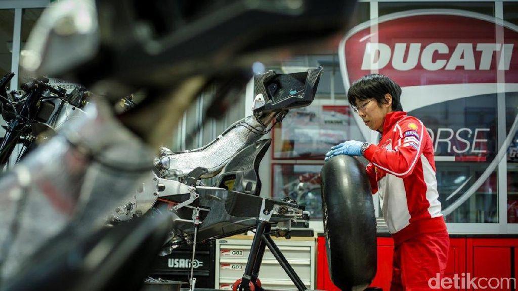 Suku Cadang Mana yang Lebih Banyak, Motor Sport atau Mobil Sport?