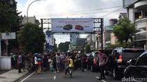 Keluar dari Hotel, Jokowi Langsung Diserbu Warga Tasikmalaya