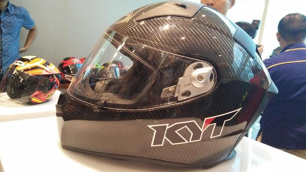 Helm Lokal Berstandar Pebalap MotoGP