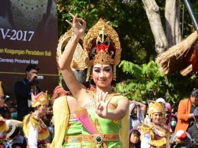 Pujian Untuk Pesta Kesenian Bali