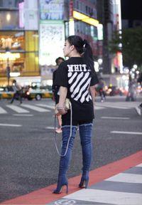 Tren Boots Denim Selebriti, Dipakai Syahrini Sampai Kim Kardashian