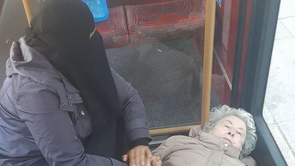 Aksi Wanita Bercadar Tolong Nenek-nenek di Bus London Jadi Viral
