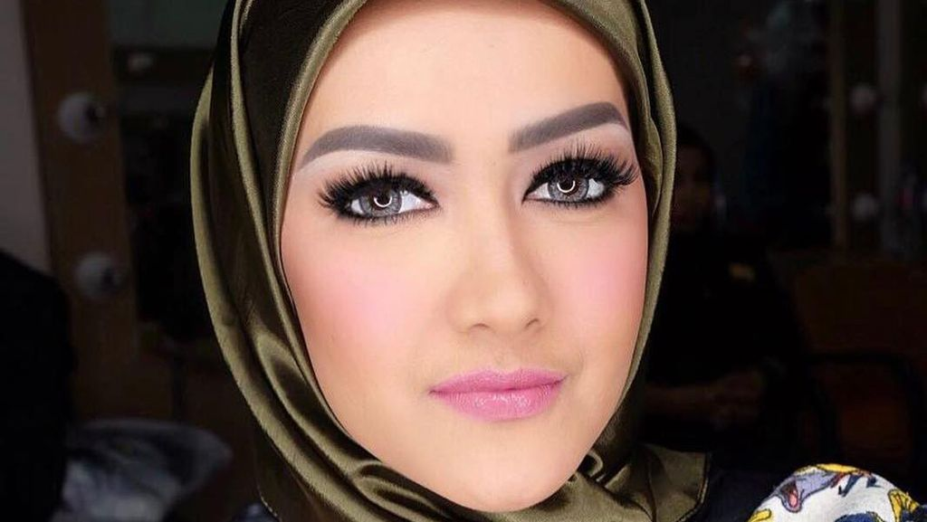 Foto: Mengenang Jupe Tampil Cantik Memakai Jilbab