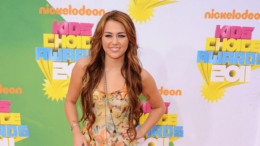Absen di Teen Choice Awards 2017, Miley Cyrus Buat Fans Kecewa