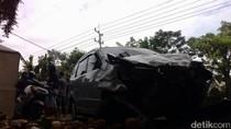 Xenia Tabrak Tiga Motor di Pasuruan, Satu Orang Tewas